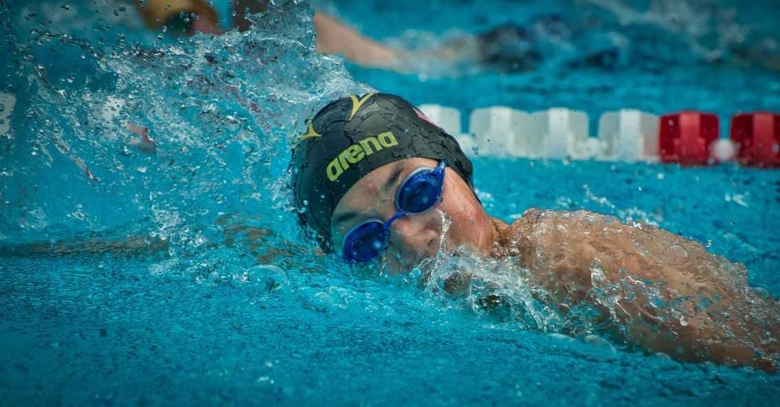 Case Study – Jak przekonać dorosłych ludzi do nauki pływania?